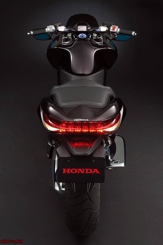 Honda DN01 A Large Automatic Sports Cruiser