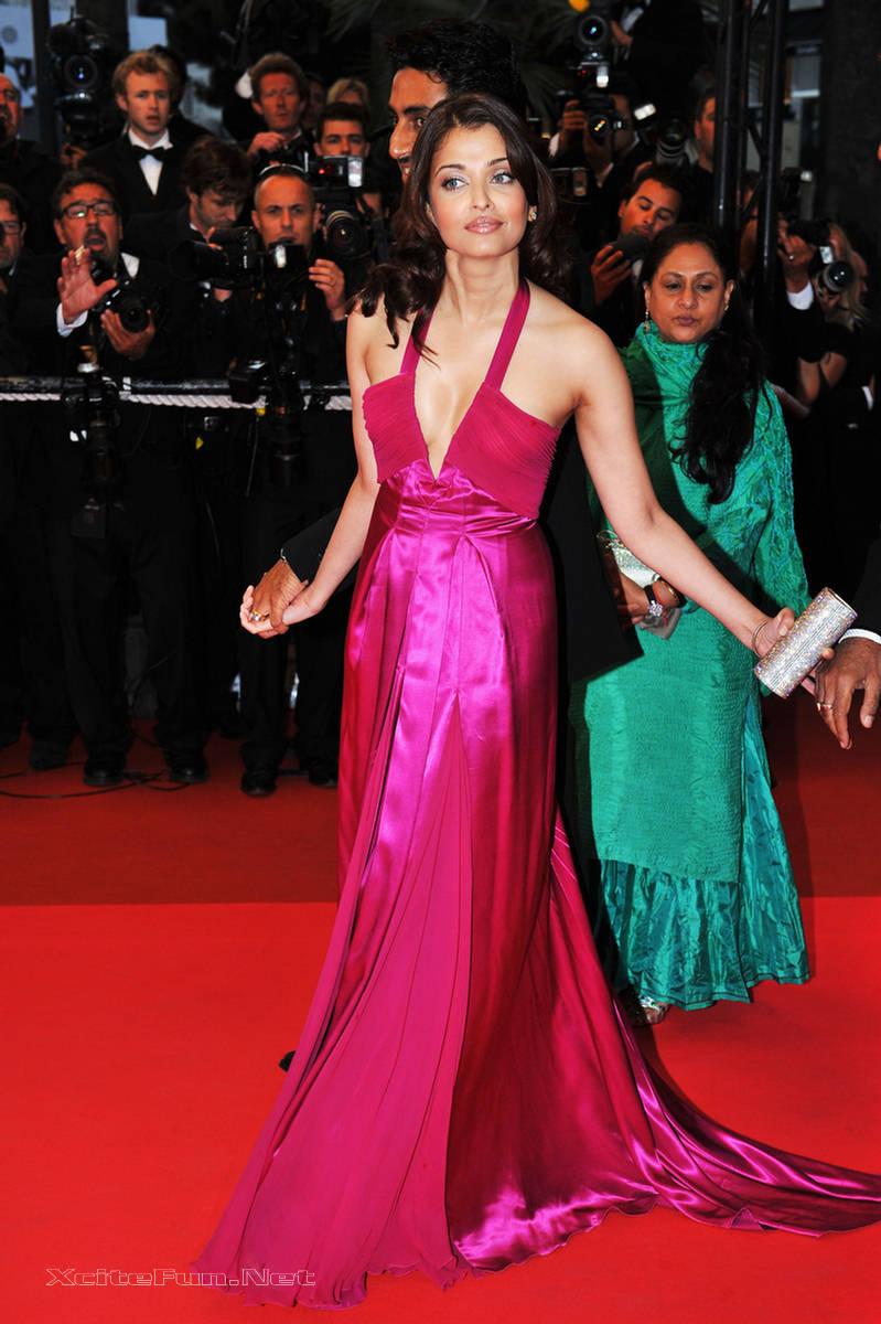 aishwarya rai deep cleavage show at cannes film festival