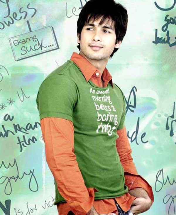 Shahid Kapoor Cute Bollywood Actor Biography and Wallpapers
