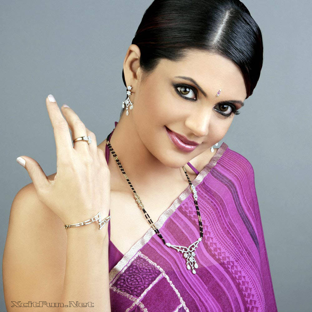 6288xcitefun mandira bedi 4 - Women Fashion World