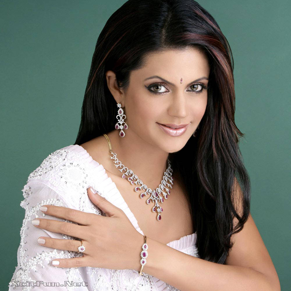 6289xcitefun mandira bedi 3 - Women Fashion World