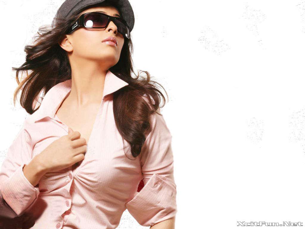 Anjana Sukhani pictures