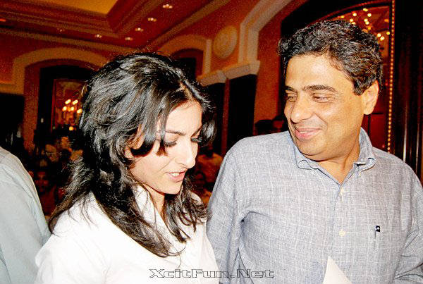 soha ali khan attend mumbai meri jaan signature campaign