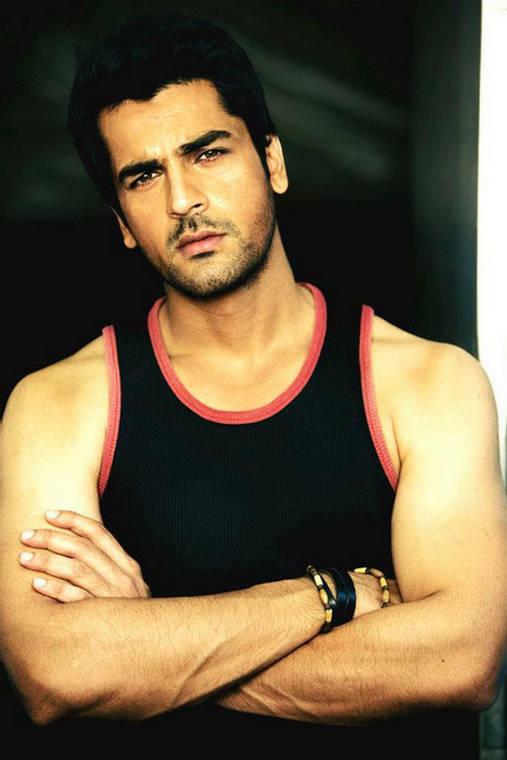 Arjan Bajwa Steped Forward in Bollywood From Fashion World ...
