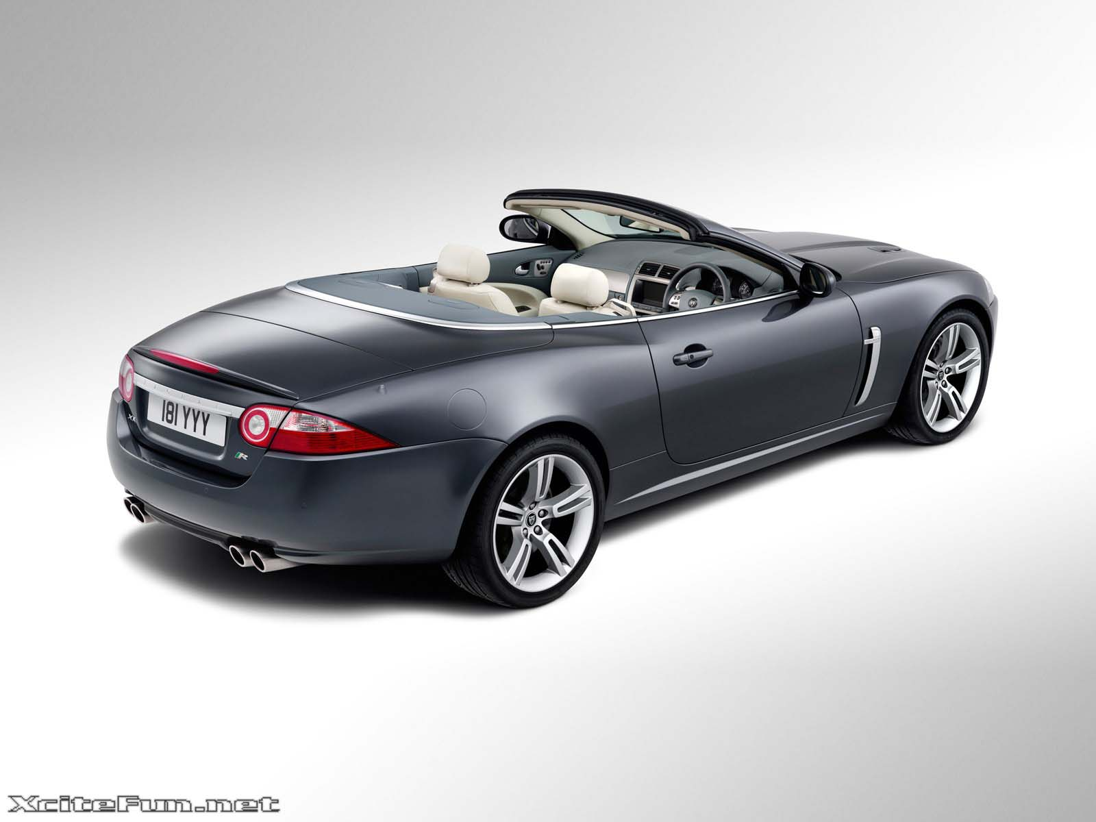 Jaguar Xkr Stylish And Traditional Luxury Car Wallpapers