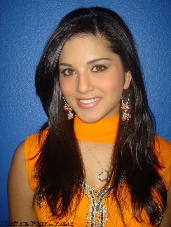 Sunny Leone: The Charismatic Beauty In Salwar Kameez