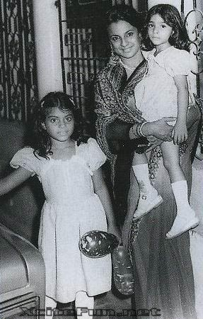 Kajol n Tanisha Childhood Pictures with Mother Tanuja