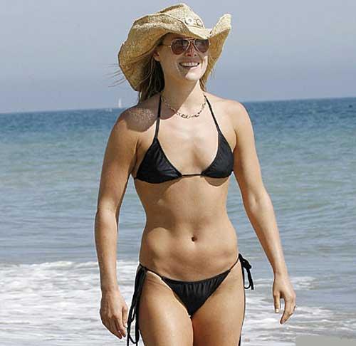 Pull that bikini aside - 8 Pics -
