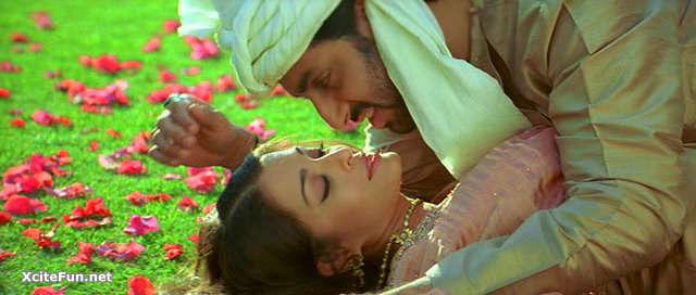 Aishwarya in swimming pool with husband Abhishek