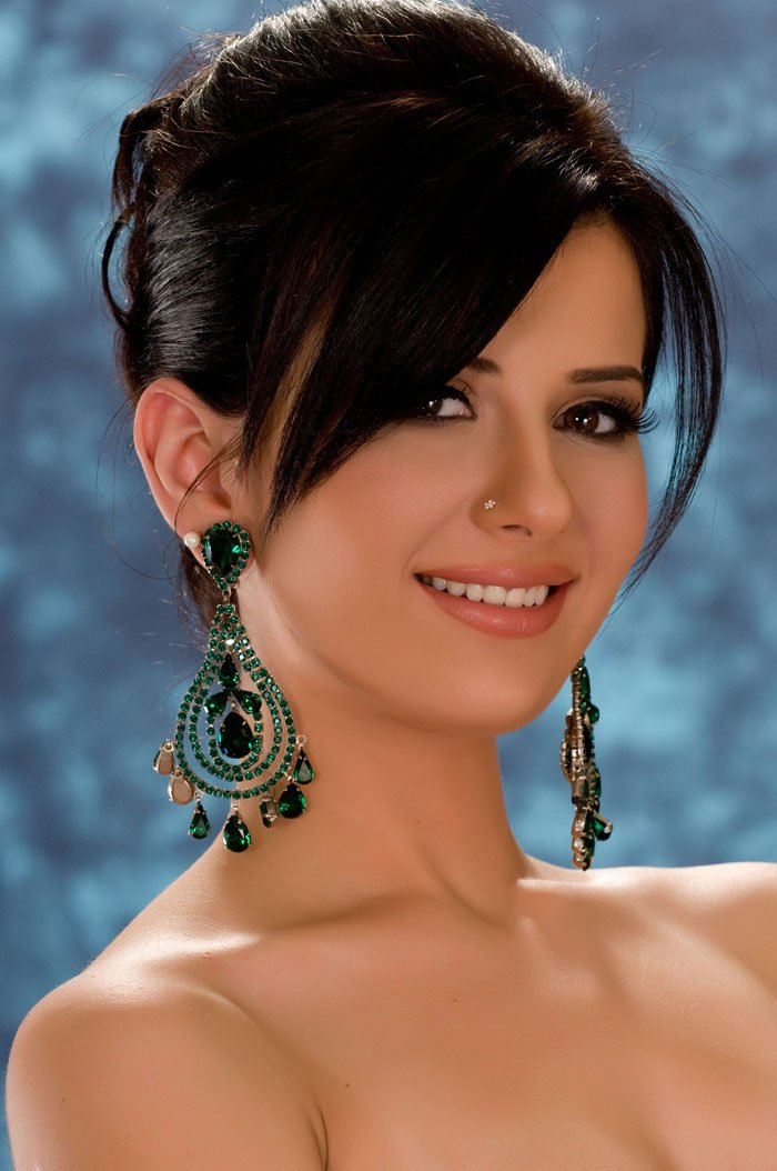 ... miss egypt universe crown and represented her country at the miss