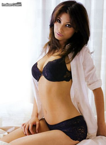 hot and sexy moushumi gogoi, hot moushumi gogoi in bikini, hot moushumi gogoi wallpapers and photos, hot moushumi gogoi boobs/breasts