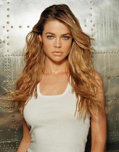 Sexy Denise Richards Photo Gallery