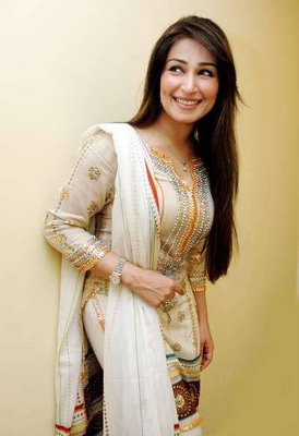 Hot and top Pakistani Actress Reema Khan