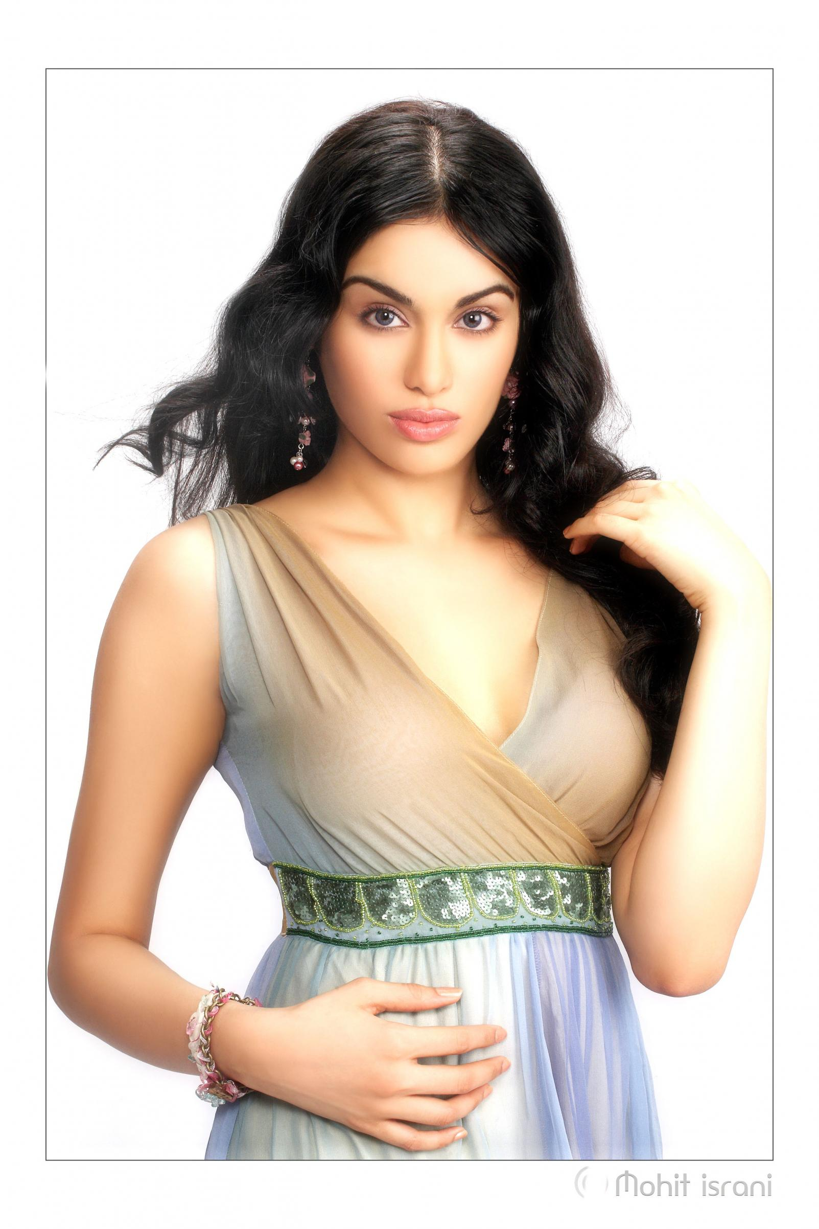 Adah Sharma - Picture Colection
