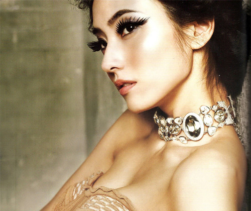 Han chae young amazing make up