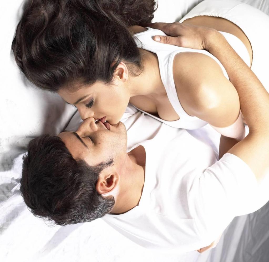 amisha - mahesh ---->>> kiss - xcitefun