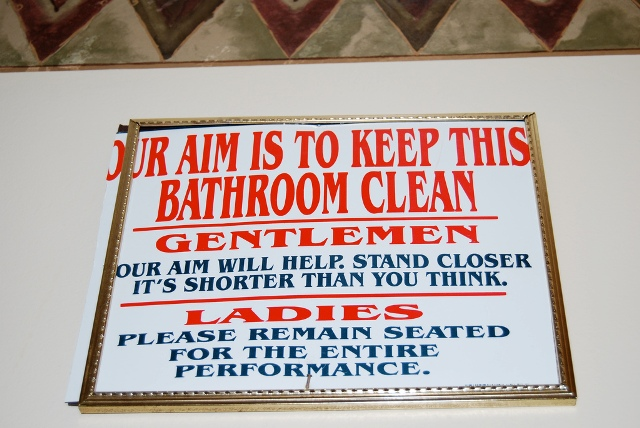 64755,xcitefun-funny-picture-photo-sign-bathroom-mrapplegate-pic.jpg