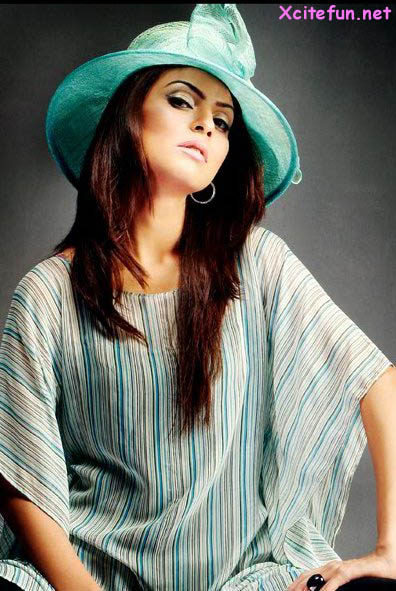 Pakistani Fashion Model Fouzia Aamir Teenage Fashion Shoot