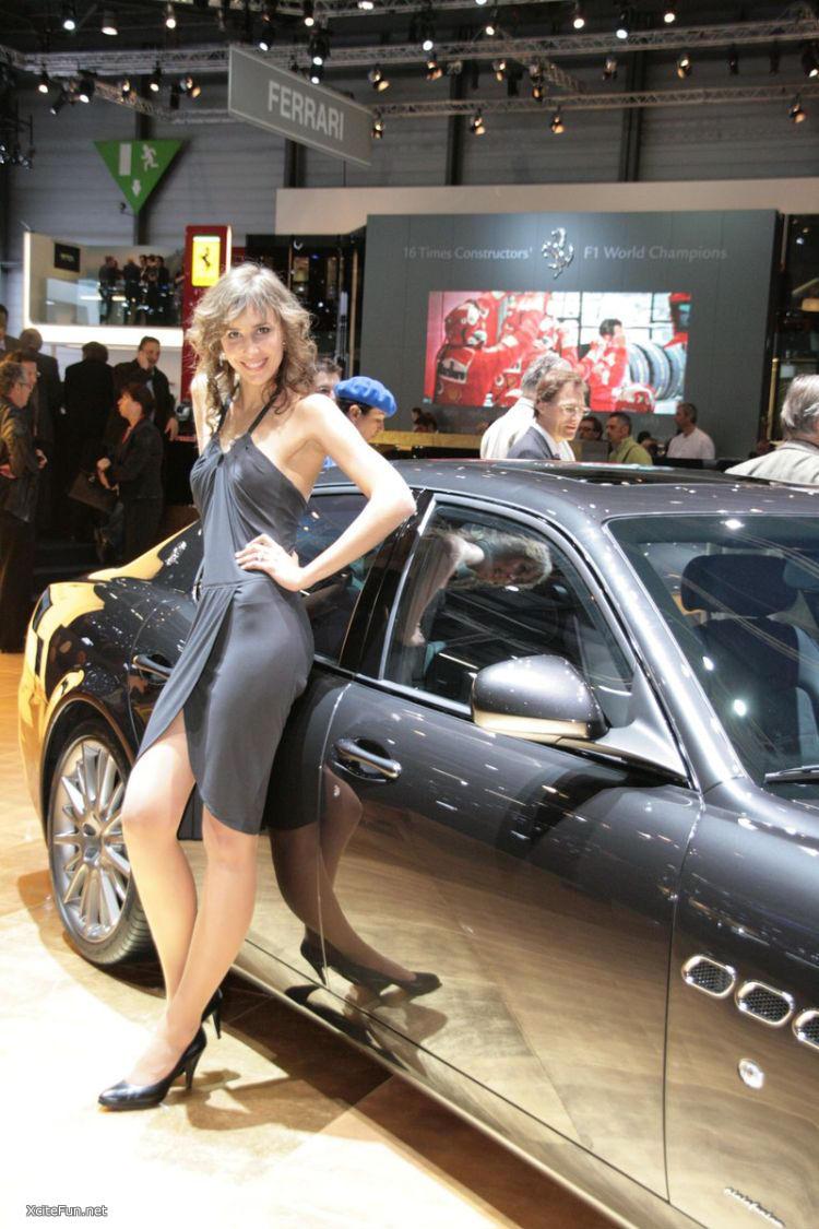 Paris Motor Show Girls - AutoTribute