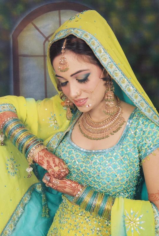 فساتين زفاف باكستانيه 2011