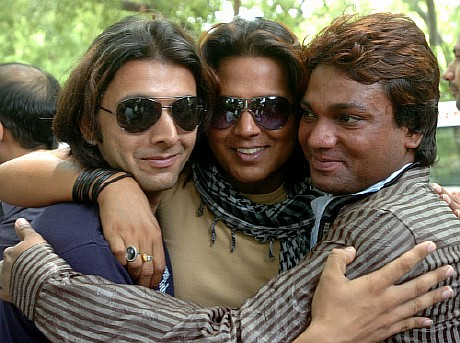 India Decriminalises gay sex. Gay activists outside Delhi HC after it ...
