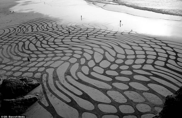 Andres Amador Sea Sand Art
