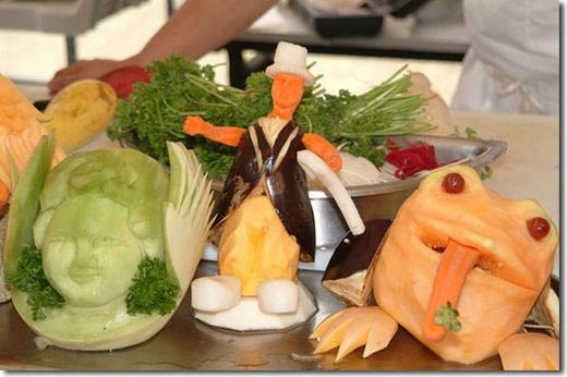 Amazing Fruit and Vegetable Sculpture