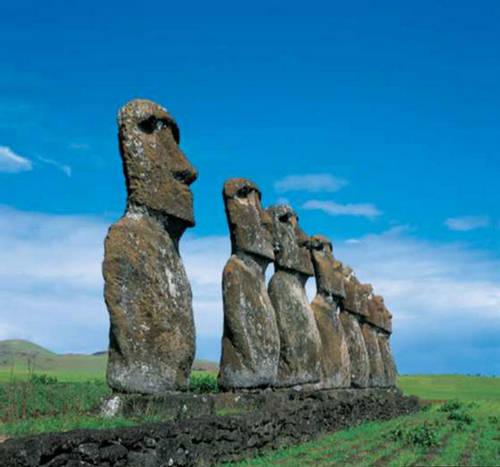http://img.xcitefun.net/users/2009/07/96342,xcitefun-easter-island-3.jpg