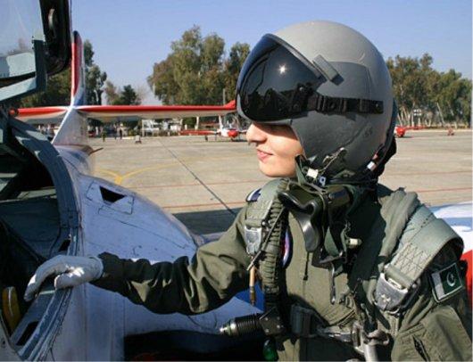 98686xcitefun military woman pakistan army 000001 - Pakistan