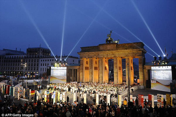 Fall of The Berlin Wall - 20th Anniversary Celebration ...