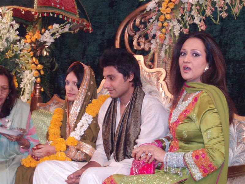 Bushra Ansari daughters Meera Ansarimehndi pics