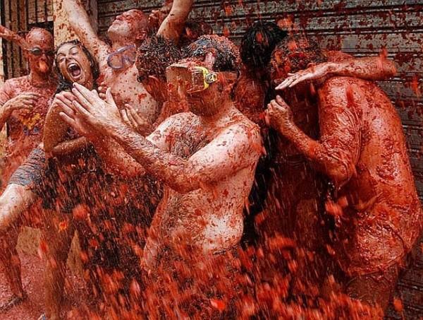 Photos of Craziest La Tomatina Fight Festival 2009