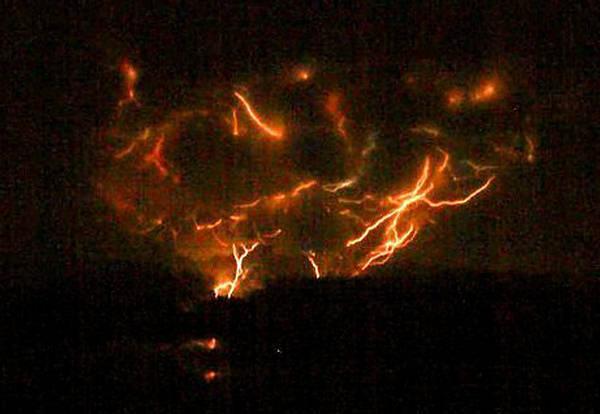 Vulkani - Page 3 143955,xcitefun-volcanolight-5