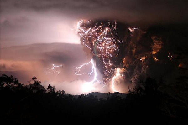 Vulkani - Page 3 143959,xcitefun-volcanolight-1