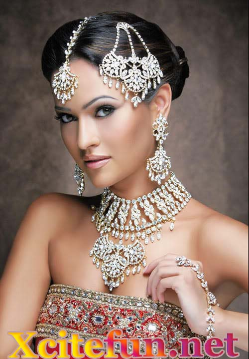 indian bridal makeup with stunning jewelry and dresses