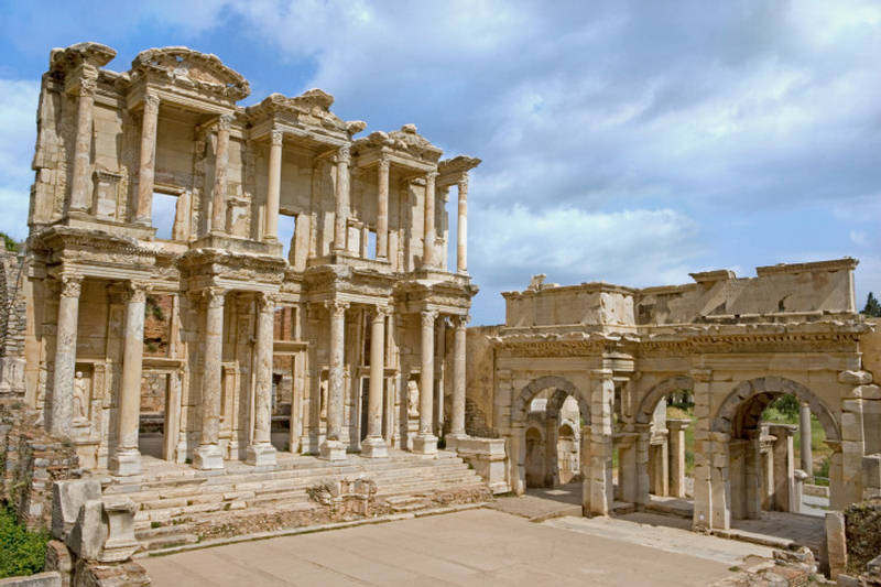 Library of Celsus - True Historic Building of Turkey ...