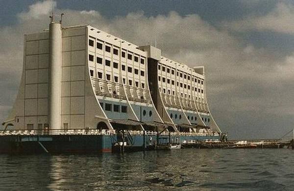الفنادق العائمة