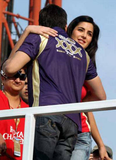 Katrina Hugs SRK - IPL 2010 155527,xcitefun-katrina-srk-ipl-2