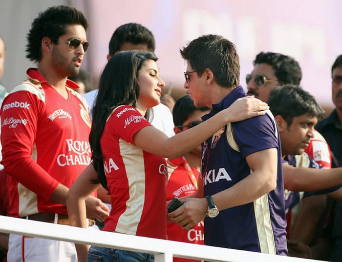 Katrina Hugs SRK - IPL 2010 155528,xcitefun-katrina-srk-ipl-1