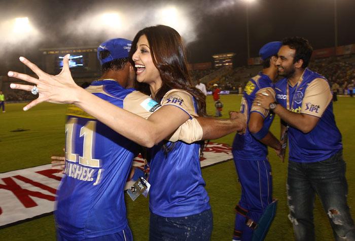 Shilpa Shetty and Prety Zinta IPL Matches Images 158191,xcitefun-23w8ww1
