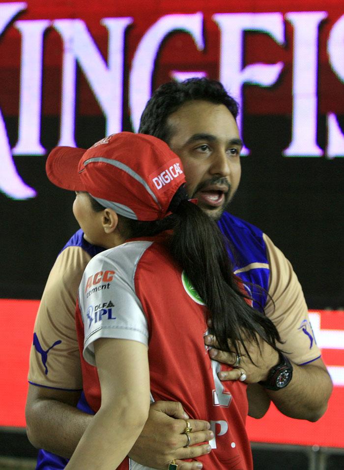 Shilpa Shetty and Prety Zinta IPL Matches Images 158192,xcitefun-dwphw