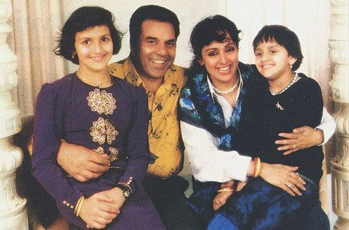 Dharam, Hema, Esha Faimly Image & they come together for a film 158203,xcitefun-74904542