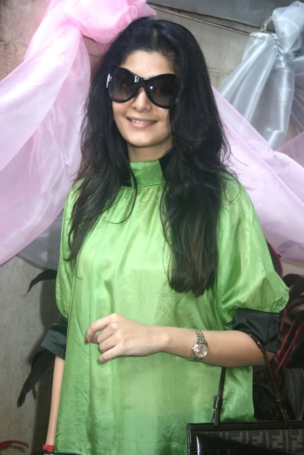 Neha Oberoi At The Launch Of Tisya Jewellery Shop 158707,xcitefun-225-1