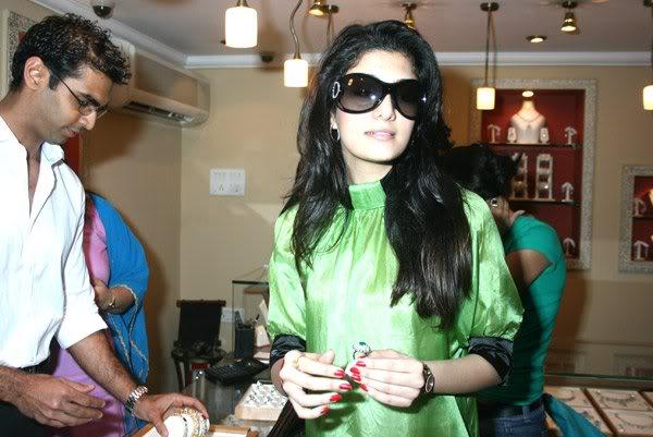 Neha Oberoi At The Launch Of Tisya Jewellery Shop 158710,xcitefun-222-1