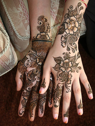 Hena Sudania http://www.travelermania.com/off-topic1/beautiful-mehndi-designs-shaadi-(henna)-mehndi-design-latest-mehndi-designs/