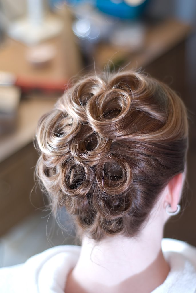Bridal Hair: Do-It-Yourself Bridal Hairstyle for the Smart Bride