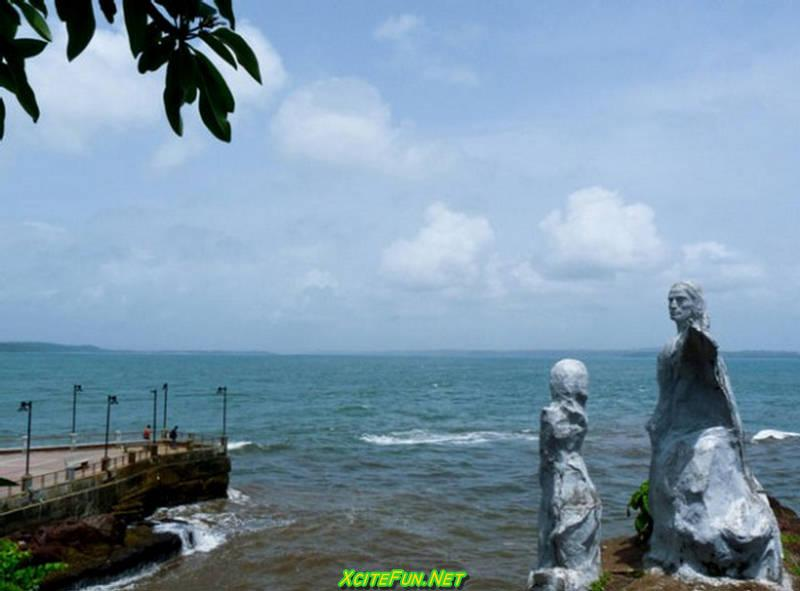essay on goa beach This page contains information about goa goa is a lush green paradise edged by the wooded foothills of the sahyadri range and by the arabian sea.