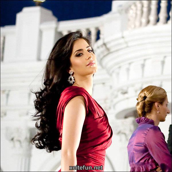 Katrina Kaif - Ravishing in Red - XciteFun.net