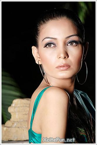 One of the fresh & up-coming talents is Fashion model Haya. Haya Paki Model