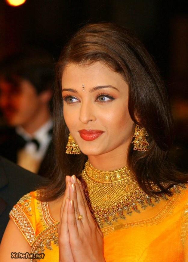Aishwarya Bachchan Stunning Beauty Queen Xcitefun Net